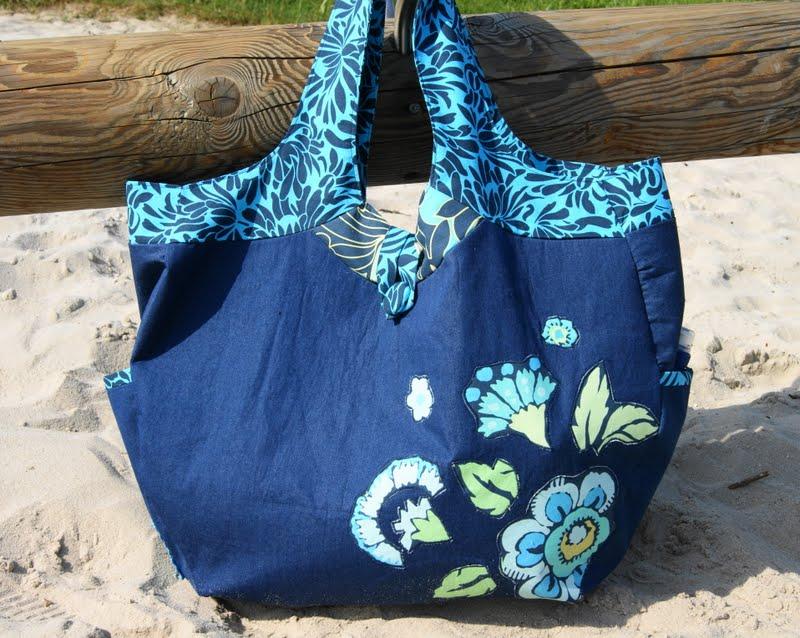 Для начала... пляжная сумка. В зависимости от того, какую вы выбрали форму для сумки, будут варьироваться выкройки