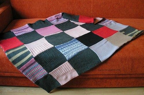 Покрывало из старых свитеров