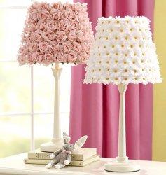 Декорируем лампу искусственными цветами